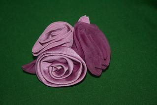 Broche de flores. Seda teñida con Cochinilla Nov11
