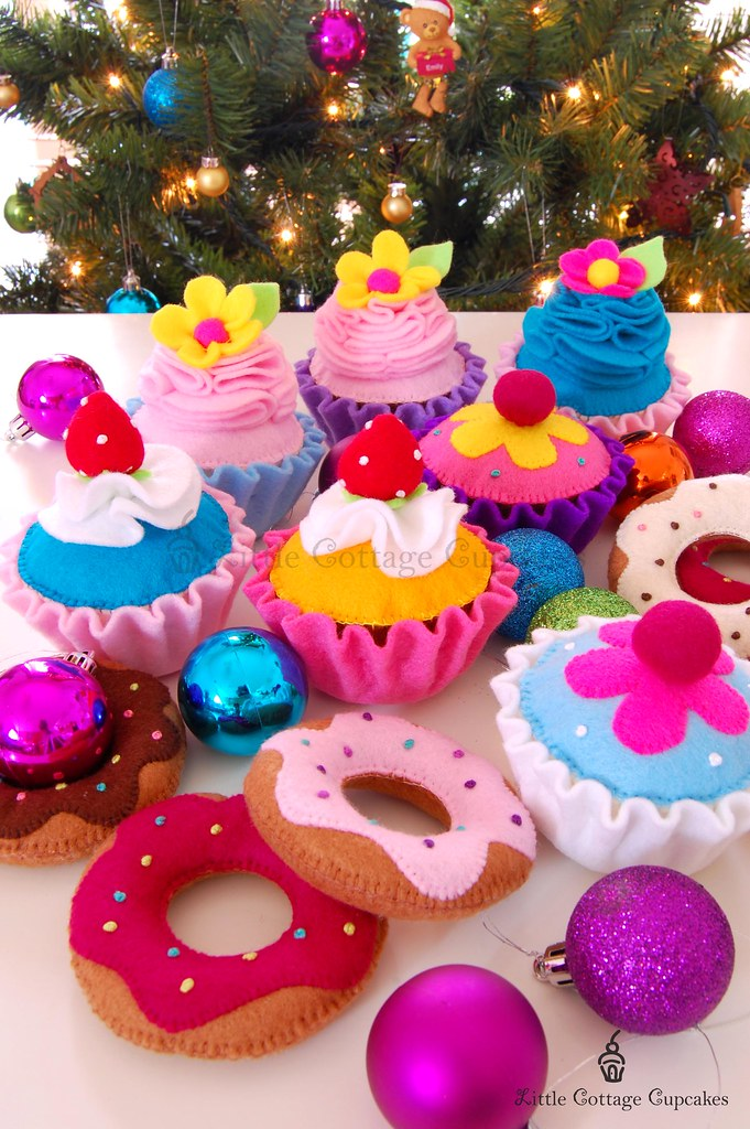 Merry Little Christmas 2011.Merry Christmas 2011 Made These Felt Cupcakes And Donuts F
