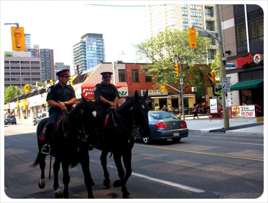 toronto police on horses