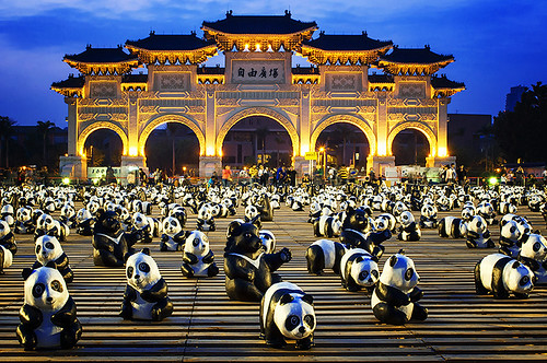world bear city blue people heritage animal architecture night square liberty design hall nikon memorial tour daniel traditional chinese taiwan exhibition software hour nik taipei chiang 城市 夜景 臺灣 cultural 動物 aguilera pandas 中正紀念堂 設計 kaishek 展覽 顏色 美麗 光線 大門 臺北市 貓熊 d5000 自由廣場 urbaguilera 雷丹尼 傳統建筑