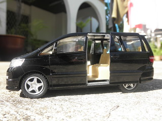 Toyota Alphard By Kinsmart With Sliding Doors! | by thienzieyung