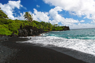 Honokalani Black Sand Beach | by Emese Gaal