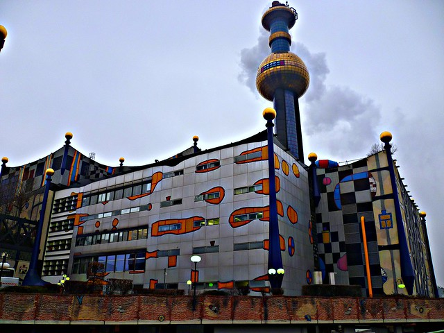 Wien, 9. Bezirk, Müllverbrennungsanlage (Hundertwasser), inceneritore, incineración, incinération, incineration, Spalarnia śmieci (Spittelau), Josef-Holaubek-Platz