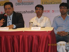 Sachin Kulkarni, M. D., Vastushodh Projects and Nilesh & Yogesh Pate, Directors, Pate Developers,  first franchisee of  affordable housing township 'UrbanGram' at the press conference