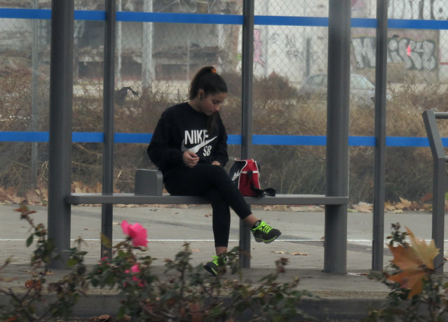 girl wearing Nike at a bus top, Madrid (2016)