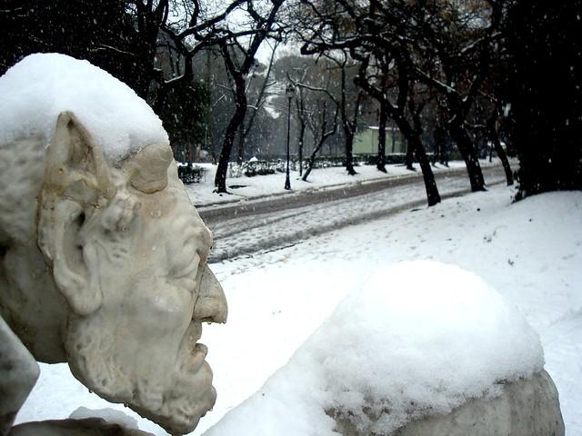 Roma Villa Borghese nevicata 2012, monumento a Wolfgang Goethe