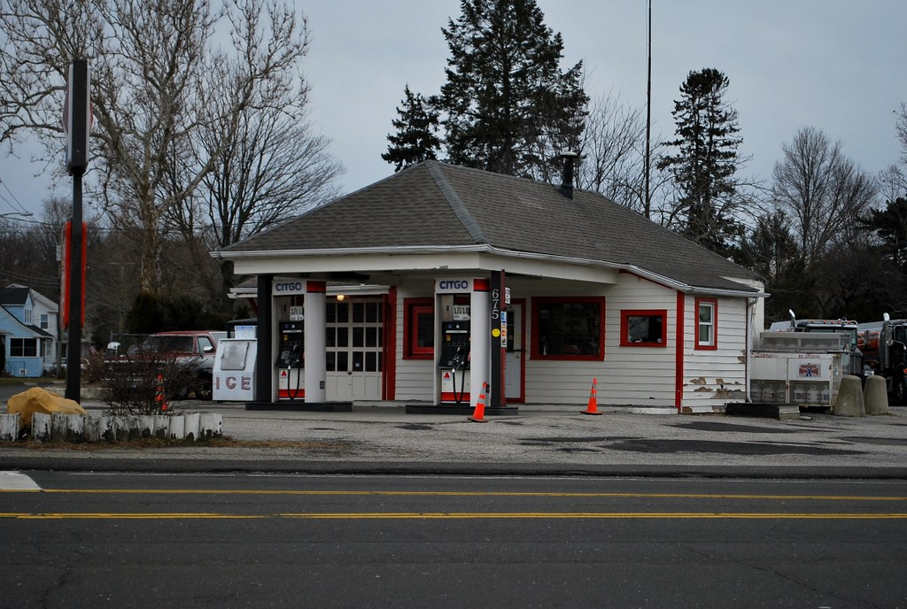 Vintage service station, Milford, CT | This vintage gas stat… | Flickr