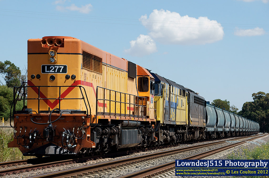 L277, 442S6 & S312 at Wallan by LowndesJ515