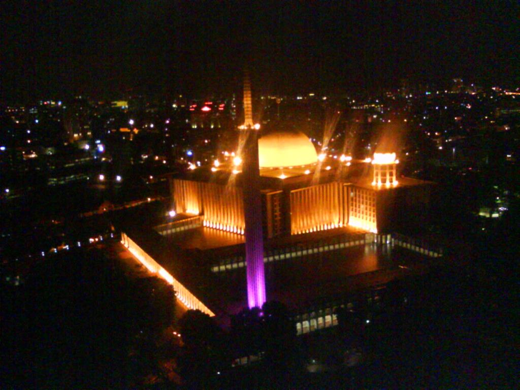 Masjid Istiqlal Malam Hari
