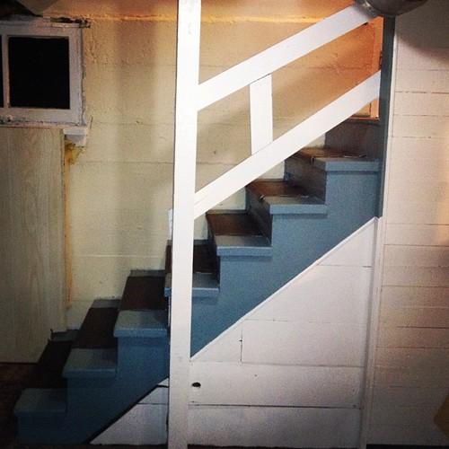 I reprinted our basement steps; live this Benjamin Moore b ...