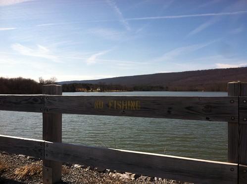 bridge winter hiking pennsylvania dam memoriallakestatepark