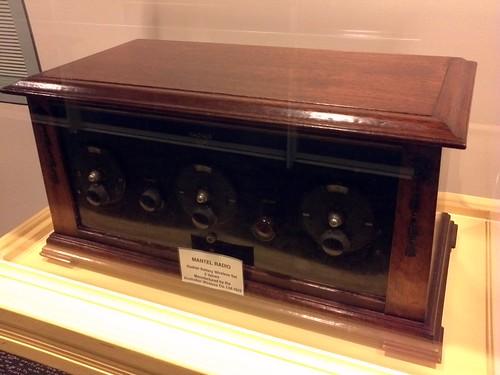 5 Valve Mantel Radio from 1925 - manufactured by Australian Wireless Co - ABC Ultimo corridor | by neeravbhatt