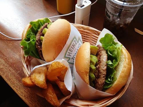 Freshness Burger アボカドバーガーヾ(@⌒ー⌒@)ノ | by kalleboo