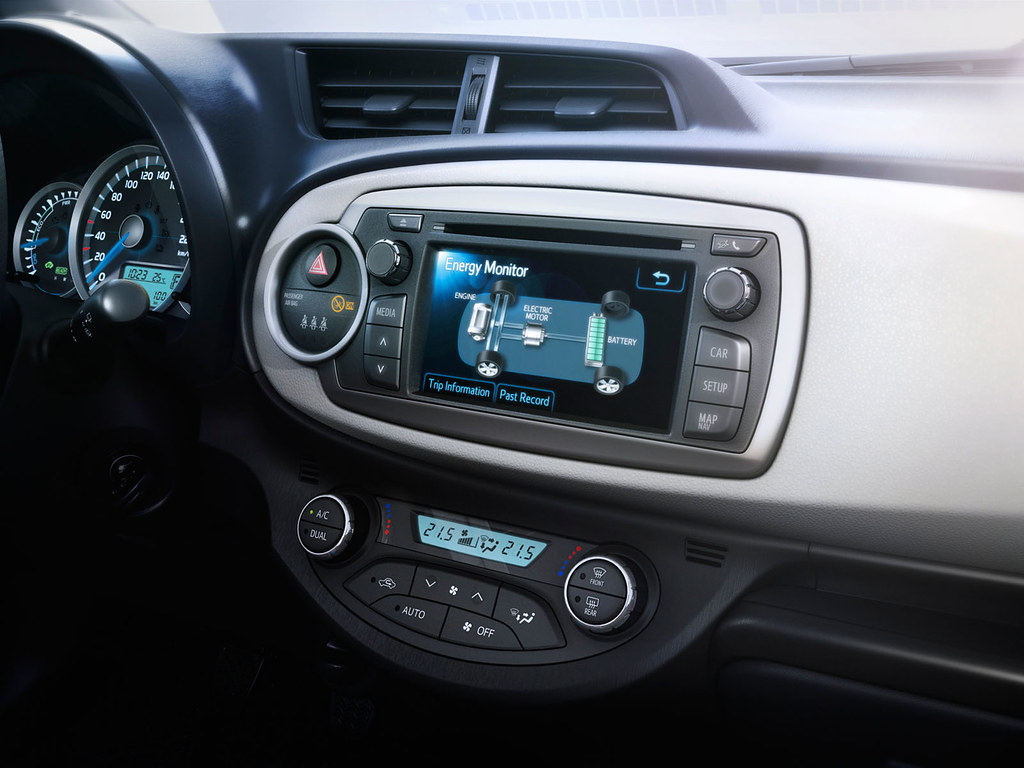Toyota Yaris Hybrid 2012 Interior