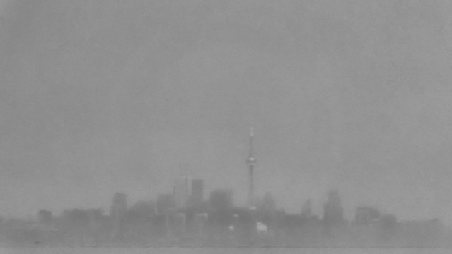 Mist over Toronto / Toronto couvri partiellemement  sous la brume