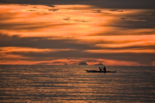sunset seascape fishermen antique philippines silhouettes goldenhour canonef70200mmf4lisusm tibiao canoneos7d malabor