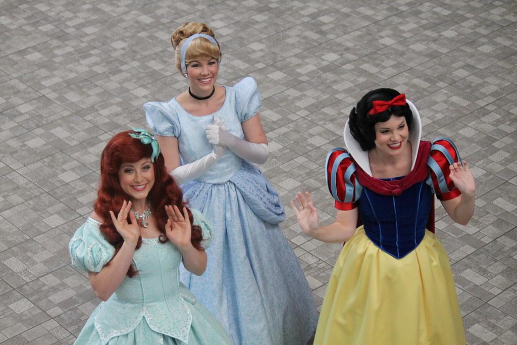Cinderella, Ariel and Snow White say hello