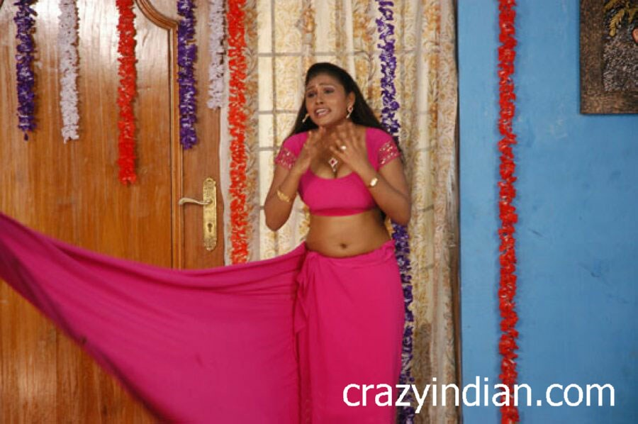 What tamil actress hot blouse topic