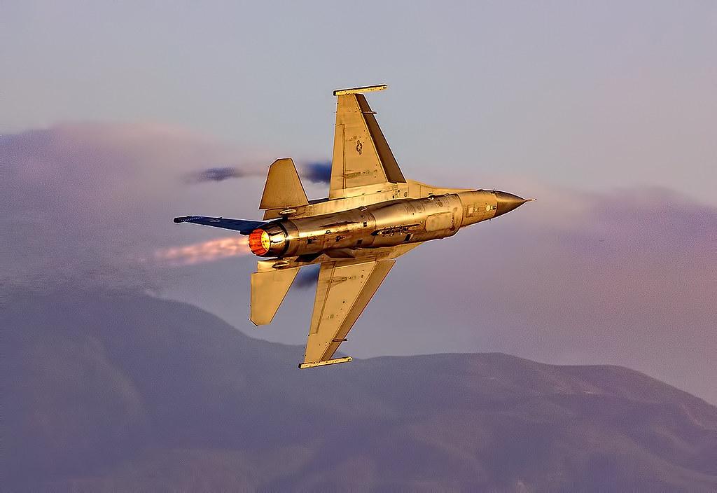 F-16 Viper at Twilight in Full Afterburner   F-16 Viper at T