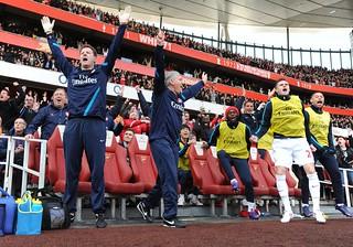 Arsenal bench celebrate
