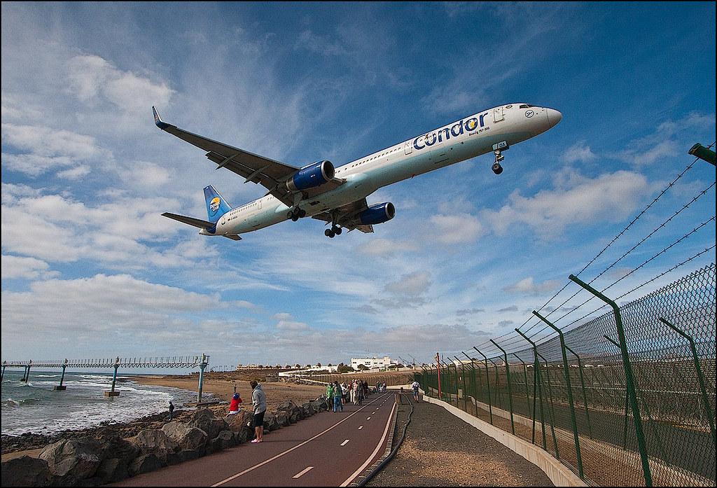 Lanzarote-landing-lanzarote-airport-is-a-favourite-of