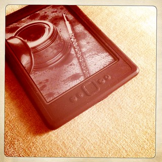 My Kindle always here, next to the bed | by Simone Lovati