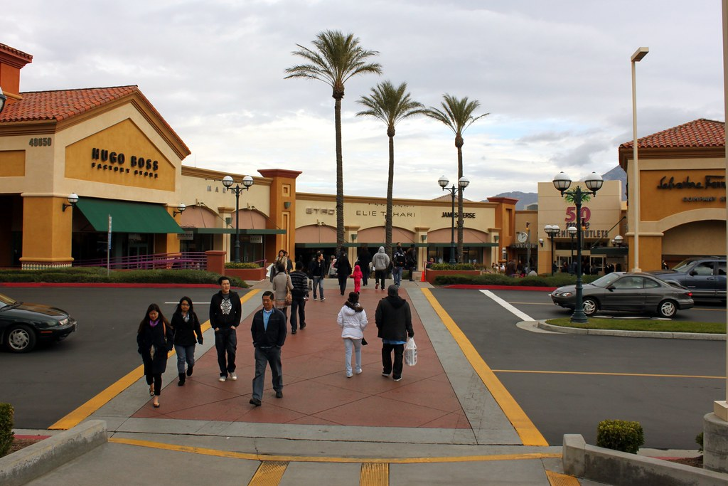 Desert Hills Premium Outlet Cabazon Near Palm Springs Flickr