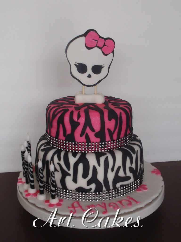 Brilliant Monster High Birthday Cake Nora Rexach Flickr Funny Birthday Cards Online Inifofree Goldxyz