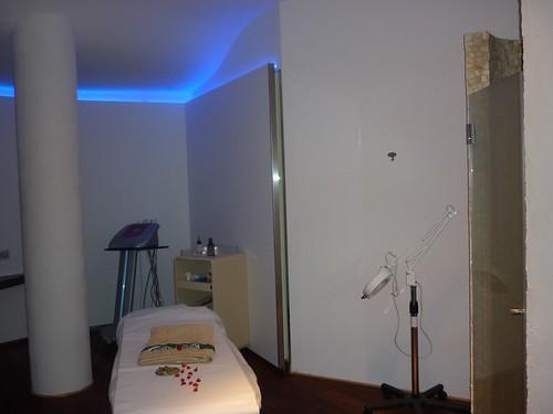 <p>Stanza trattamenti gestita con impianto domotico e cambio colore</p>