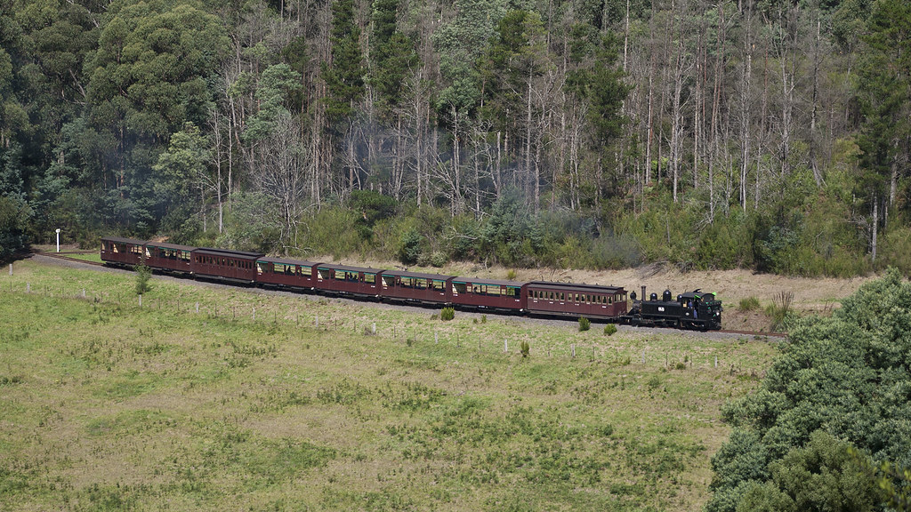 14A near Cockatoo by michaelgreenhill