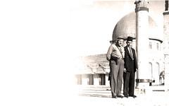 مع السباعي امام مسجد الصخره