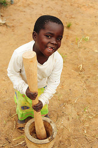 africa girls people food playing black cooking girl smile smiling vertical kids rural children fun kid community village child african centre small grain games center southern mortar malawi only anthony afrika amused pound based childcare pounding cbcc topb asael mzimba tonthowere