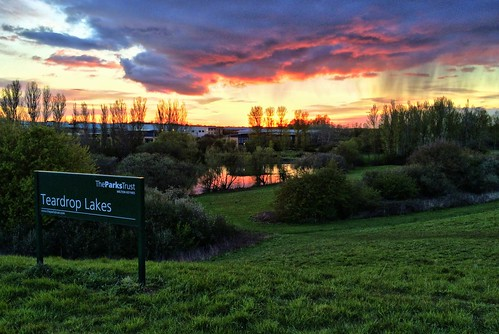 apple iphone 5s buckinghamshire milton keynes teardrop lakes sunset rain clouds lurid sky reflection grass trees park parks trust mkfloughton