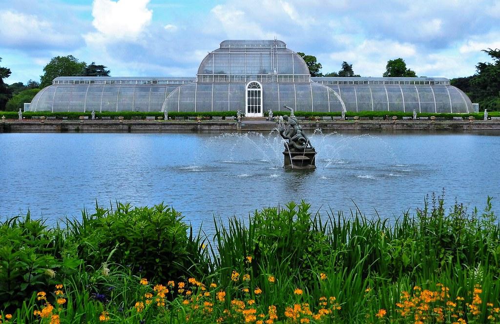 Kew RBG Palm House and Lake