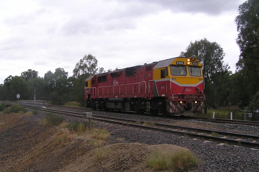 N453 Up Light Engine North Wangaratta by Shaun Turner