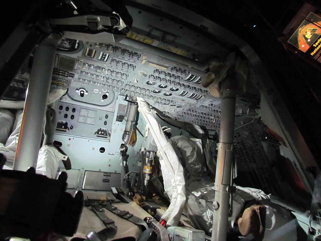 apollo capsule interior - HD1024×768