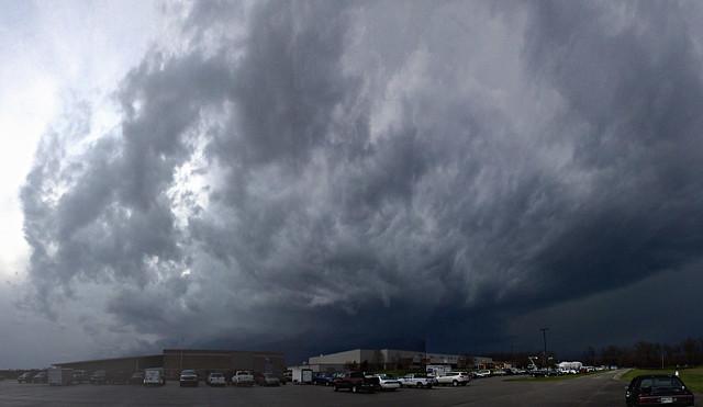 Thunderhead cloud, Hyder-Burks Agriculture Pavillion, Tennessee Technological University, Putnam Co, TN