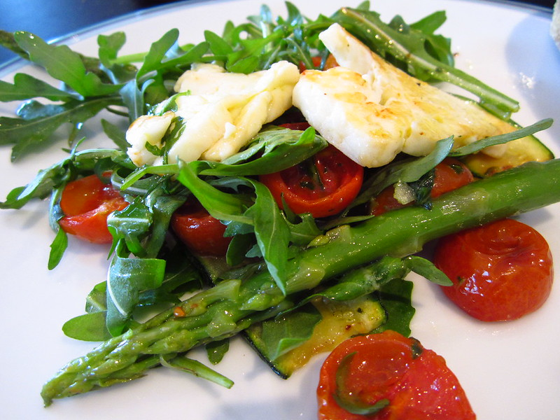 Plated Halloumi & pesto salad with asparagus