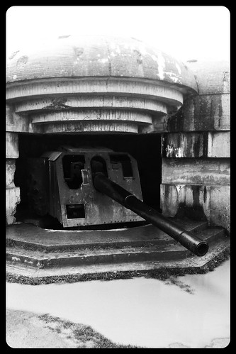 WW2 Atlantic Wall Bunker with original Cannon