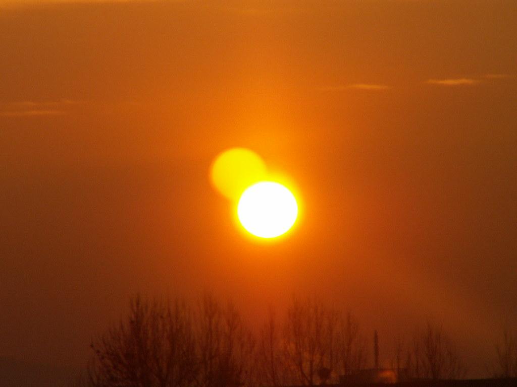 Stolz sehn dort die Tannen nieder, ihr Gewand vertauschend nie! Freiheitsdurstige Waffenbrüder, haltet Farbe, so wie der Sonnenaufgang 023