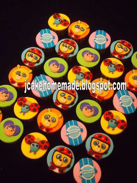 Special agent Oso cupcakes