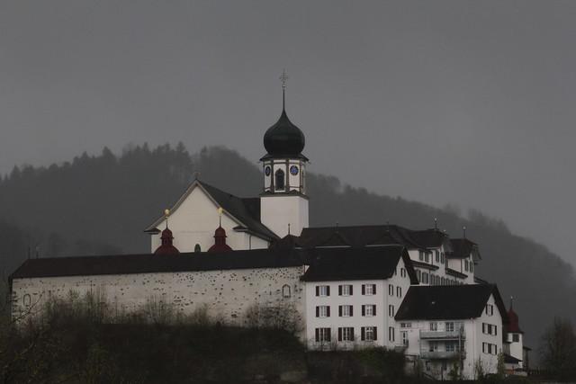 Klosteranlage Werthenstein ( Kloster ) auf einem Felsvorsprung über der kleinen E.mme in Werthenstein im Kanton Luzern in der Schweiz