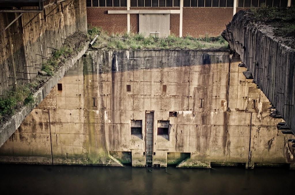 Einblicke U-Boot-Bunker Hornisse   de wikipedia org/wiki/U-B