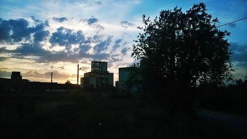 sunsetendofthedayoutskirtsoldbuildingbotosaniromaniaskyisthelimitclouds septemberautumncoldnight