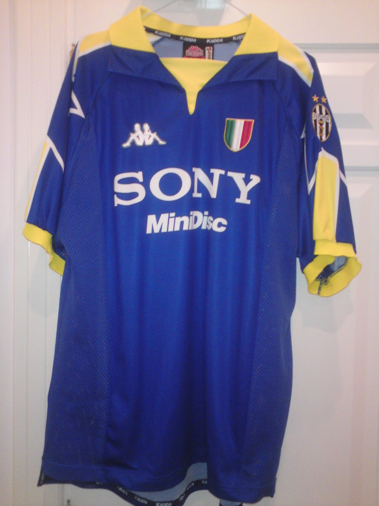 best sneakers fb6a7 a9f3d Juventus Kappa Away shirt 97-98 | Size XL | Shamlan17 | Flickr