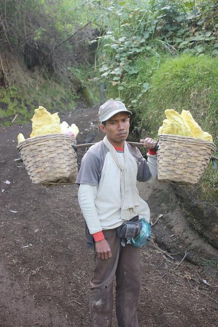 Kawah Ijen, carrying sulphur down the mountain