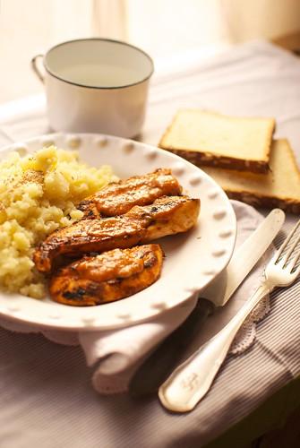 Pollo con salsa barbacoa y puré de patata | by Ivana Rosario ·
