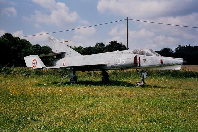 Etendard-4M 06 ex Aeronavale. Preserved Musée Ailes Anciennes d'Armorique, aérodrome Vannes-Meucon, 04-08-2002.