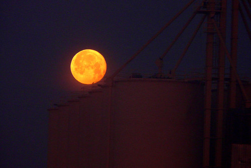 california moon yellow silo fullmoon commute norcal moonset yubacounty