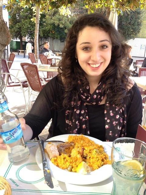 Berklee Valencia blogs - Alexis Colett - Eating delicious paella at an outdoor restaurant.  Sorry Boston!
